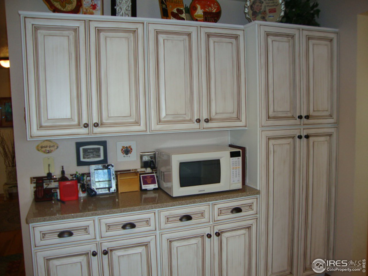 Fully updated Kitchen with quartz counter-tops