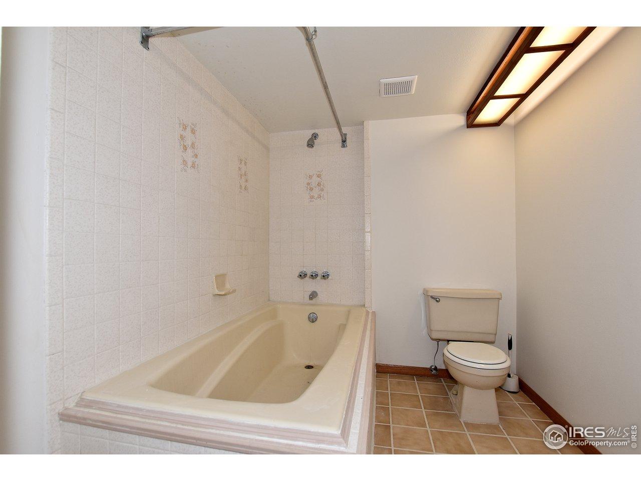 Huge tub!