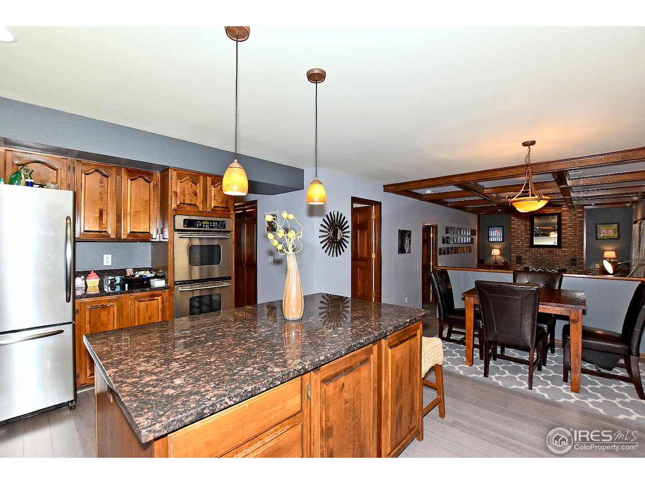 Kitchen, stainless steel appliances