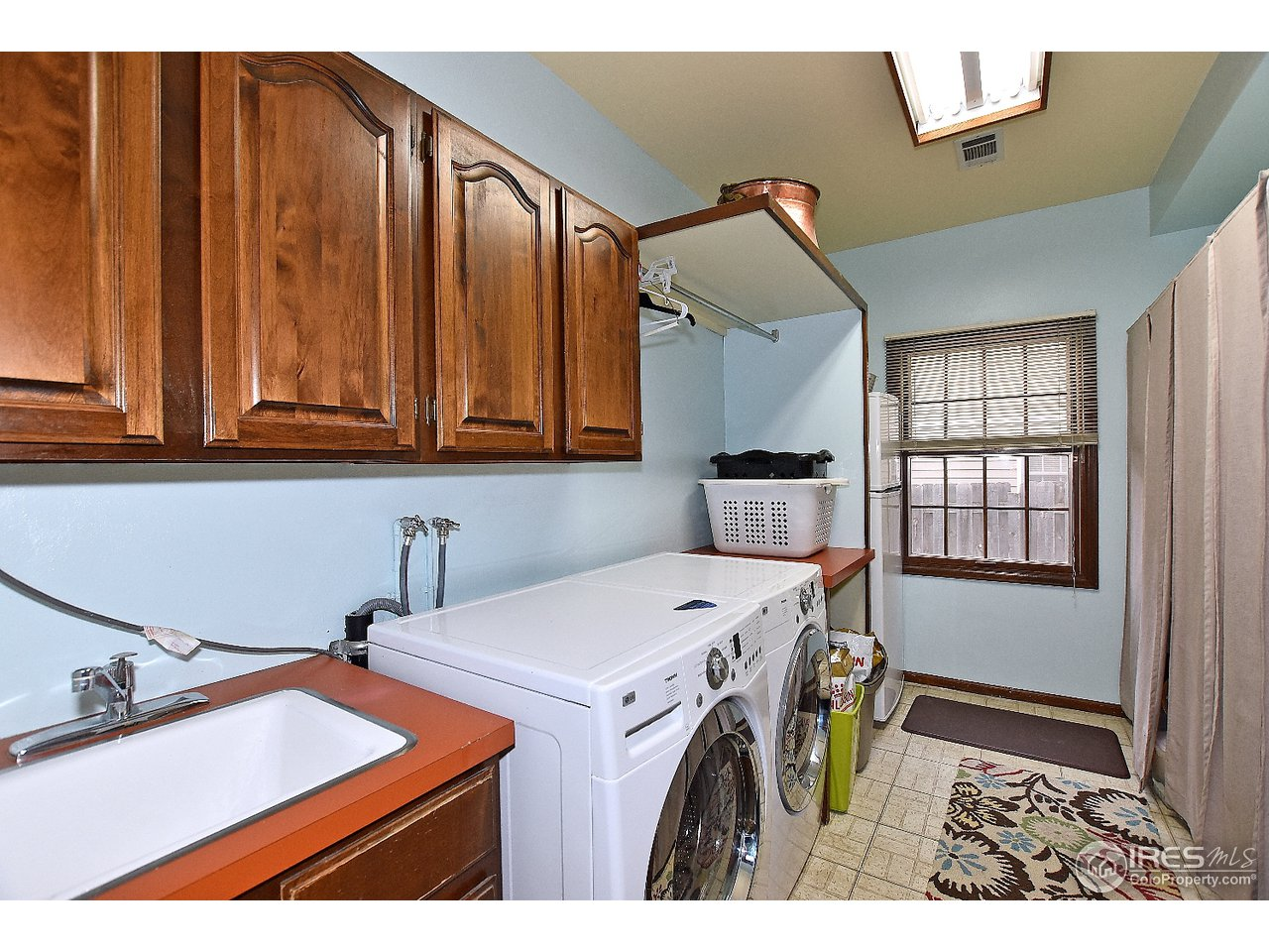 Large laundry room with cabinets