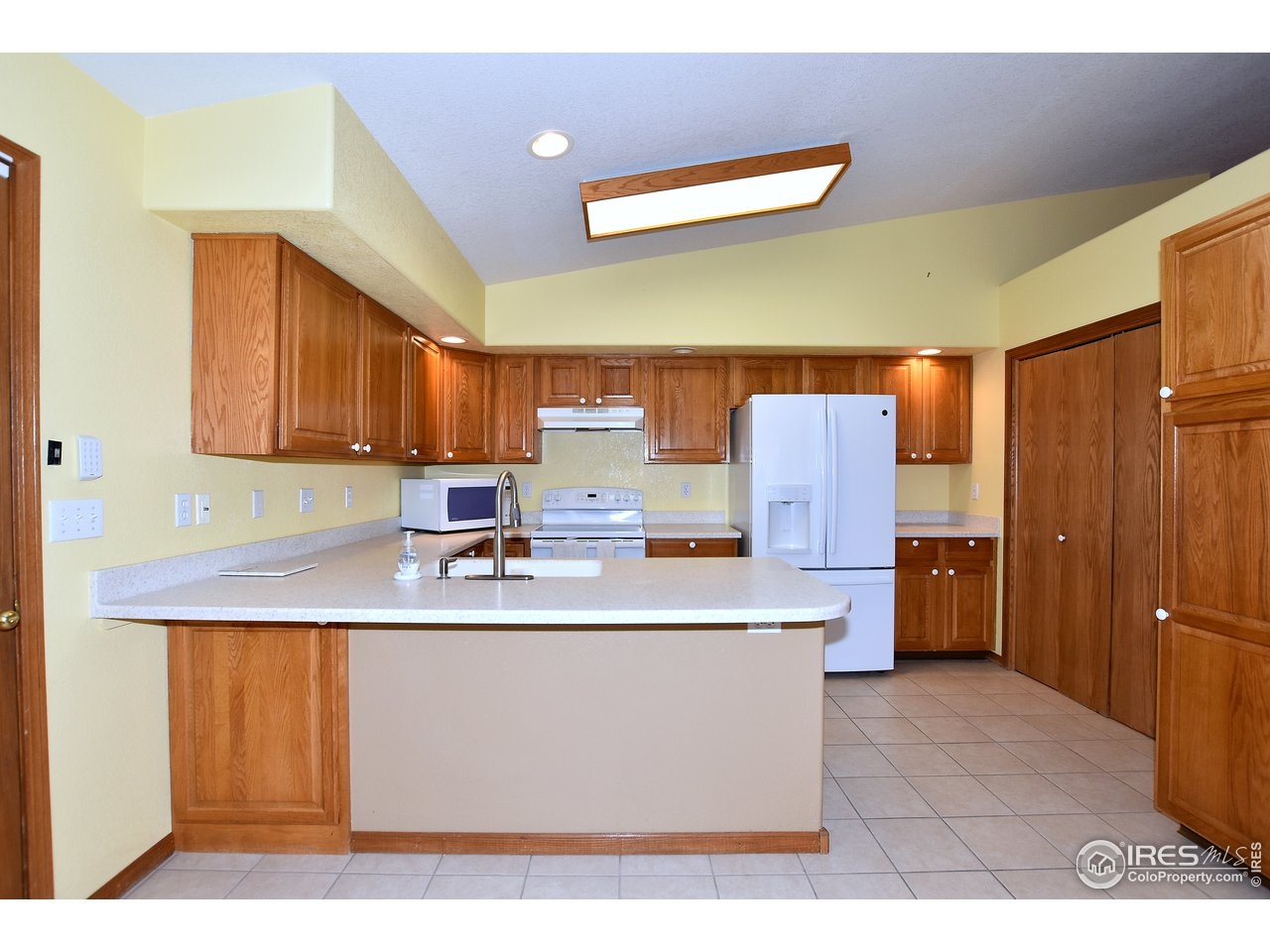 Kitchen/Nook with tile floors