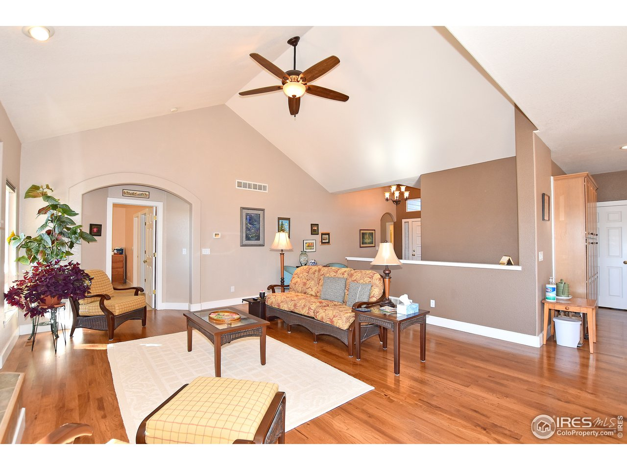 Great looking hardwood floors in main living area