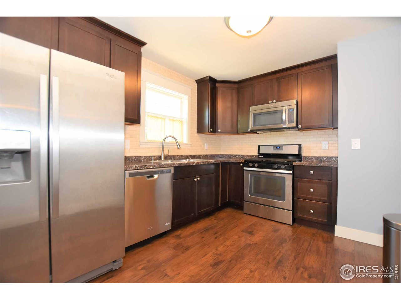 Stainless steel appliances all stay!
