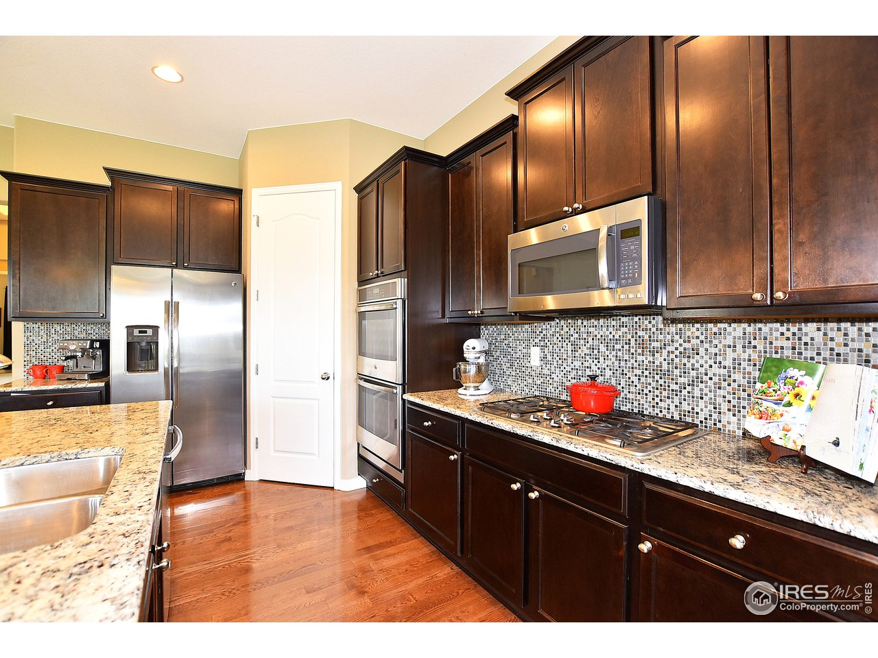 Kitchen features walk-in pantry & double ovens.