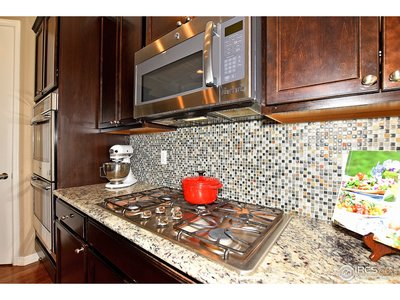 Gas cooktop, large island.