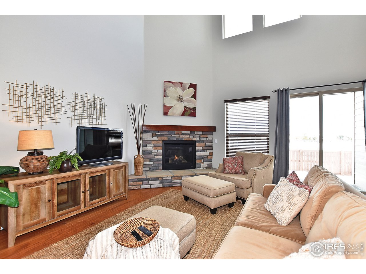 Great room with soaring ceilings, gas fireplace.