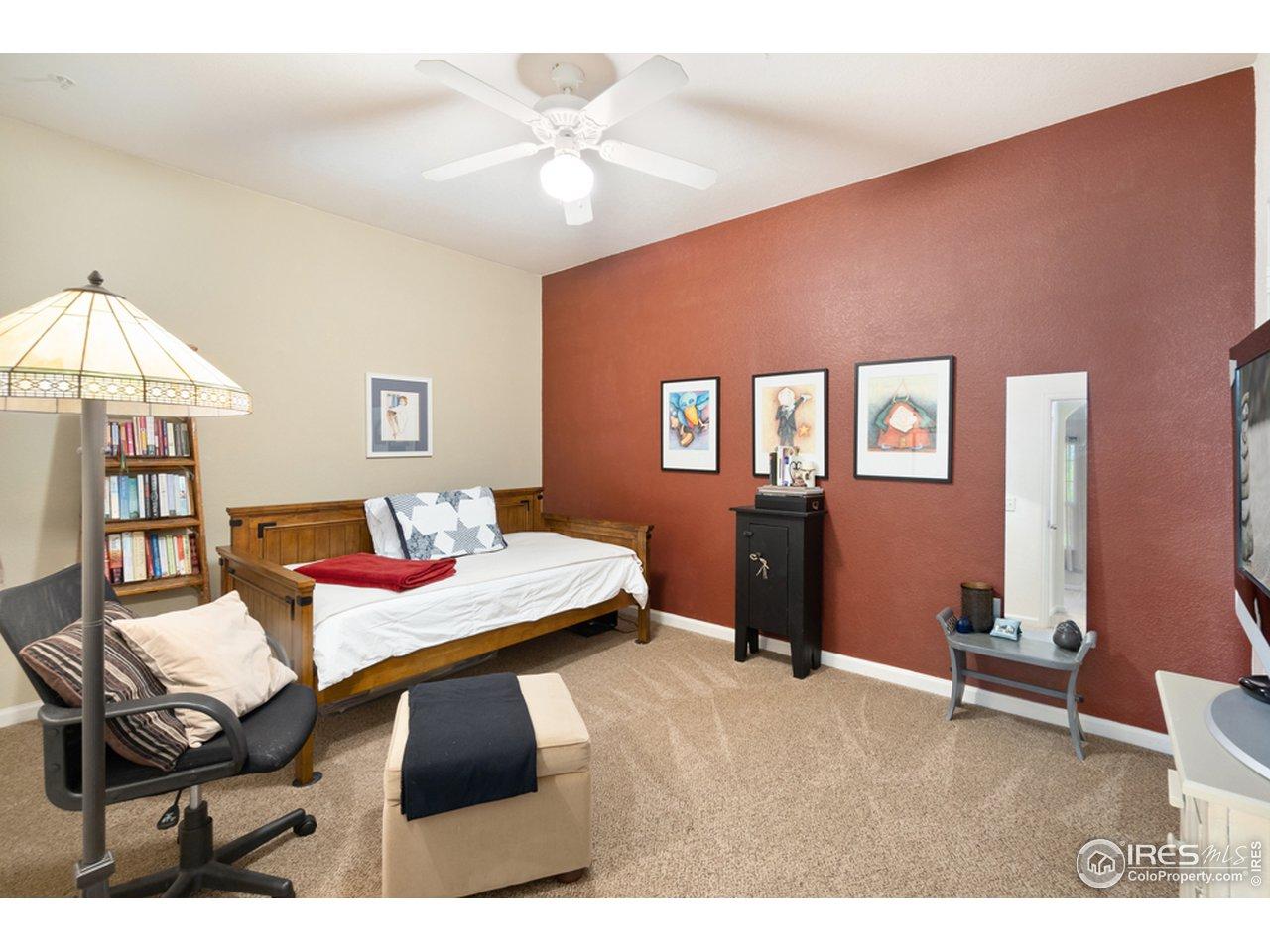 Large bedroom; tasteful paint colors.