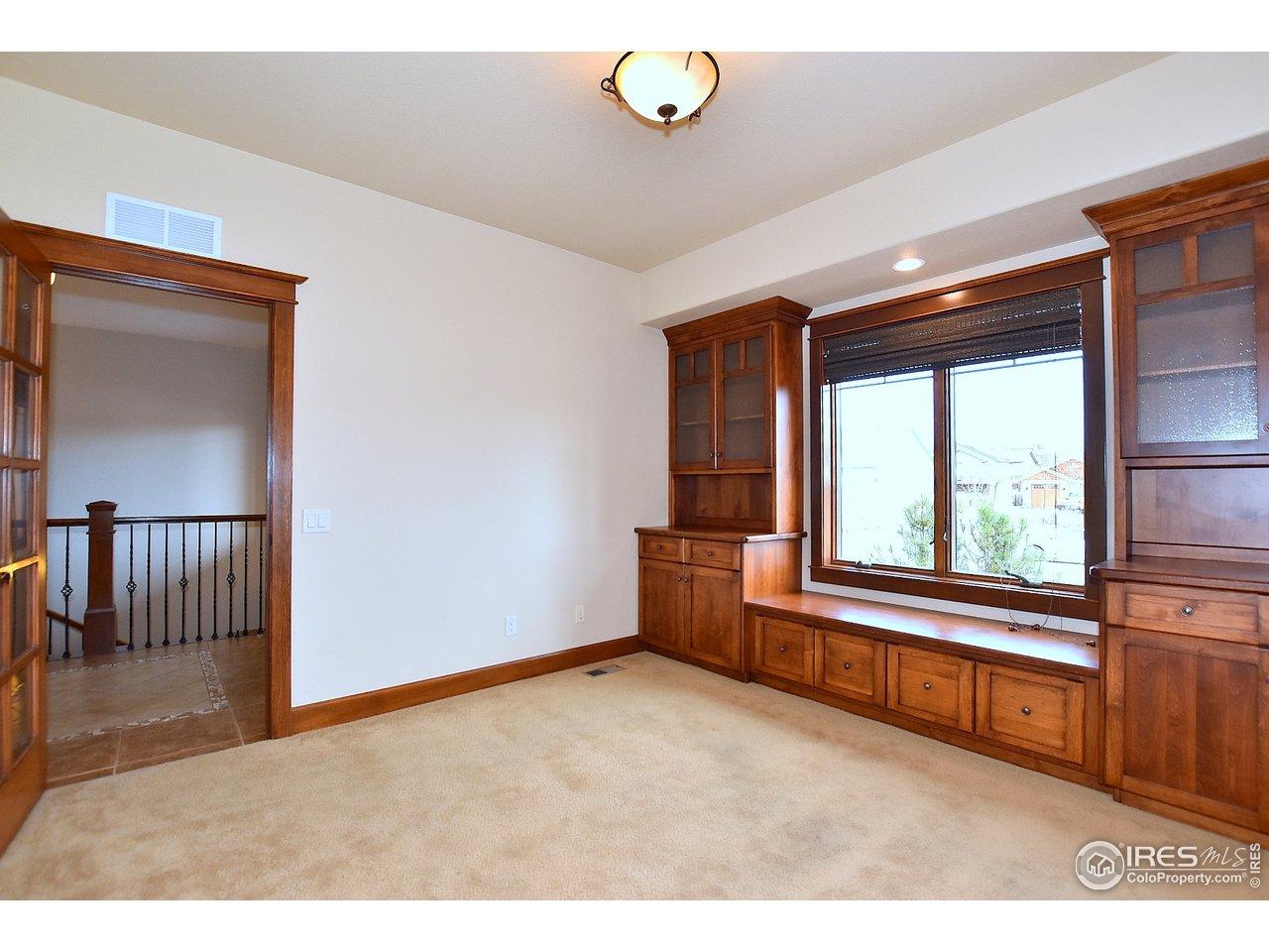 Office w/custom built-ins, new carpet
