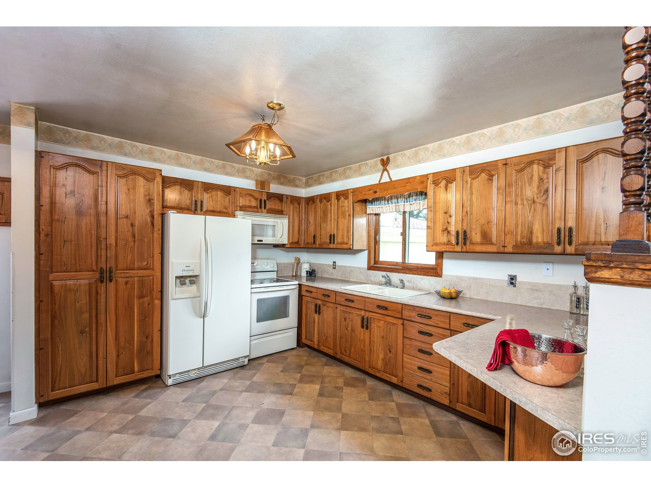 Large, spacious Kitchen with the coolest pantry