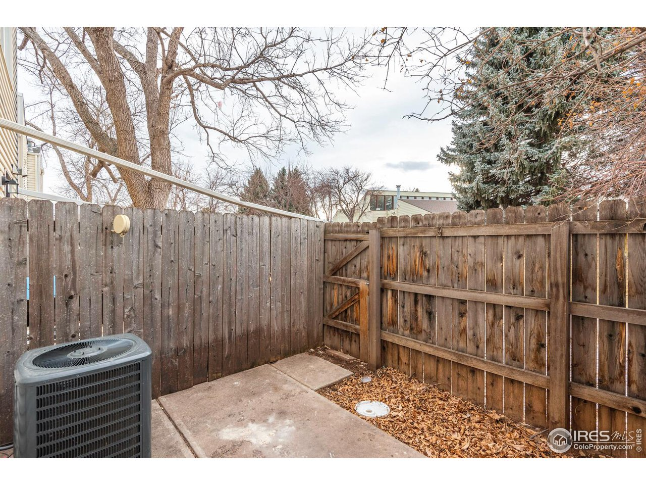 Fully enclosed wooden fencing