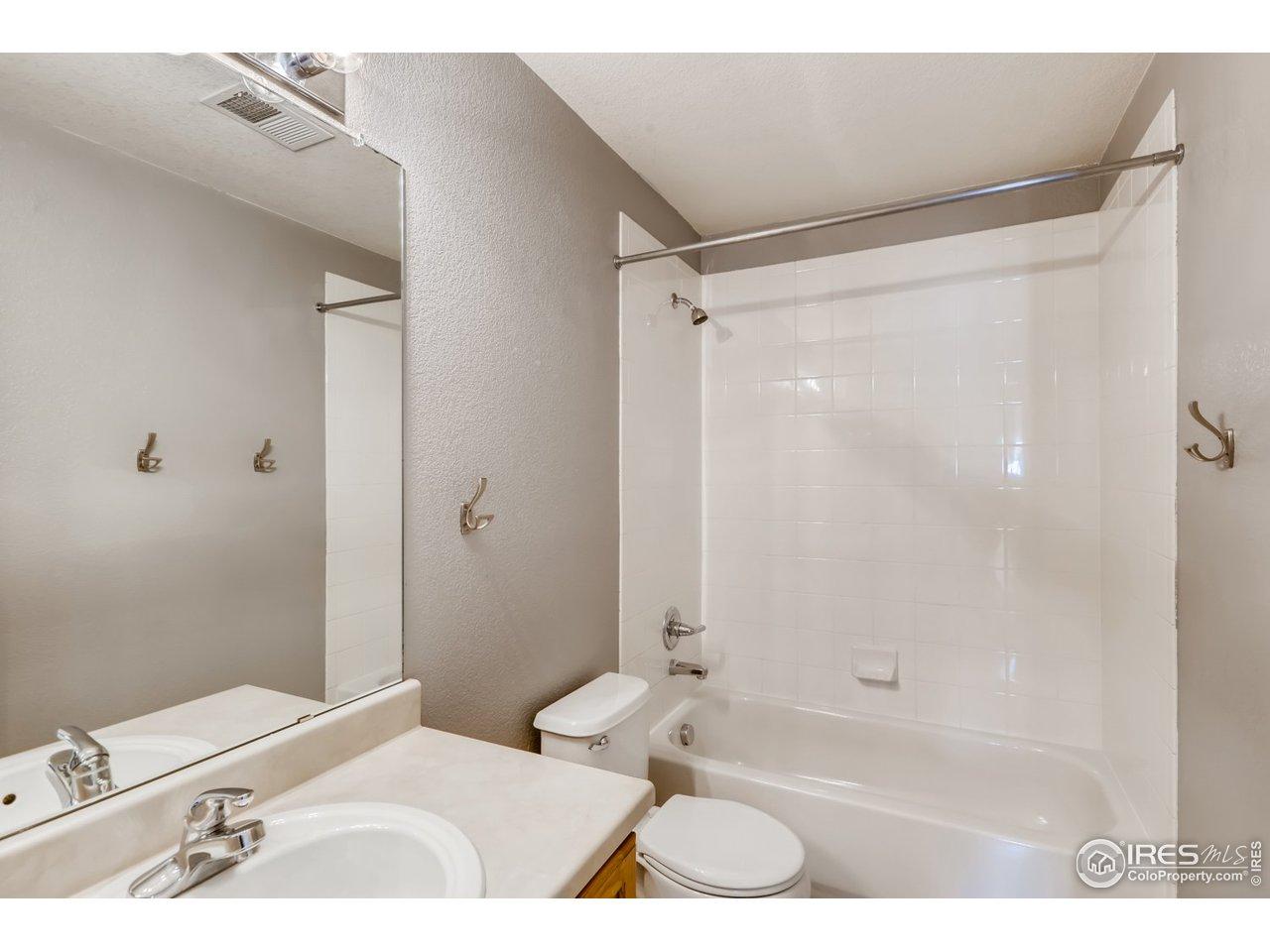 Full hallway bath