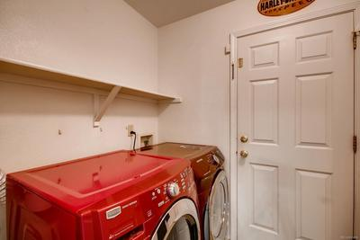 Mail level laundry room...there's another in the basement!
