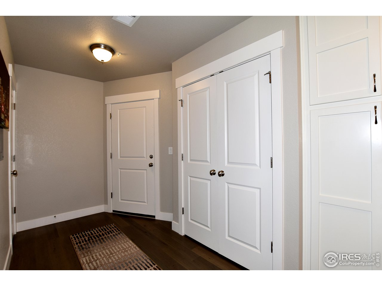 Foyer entrance w/ ample storage closets