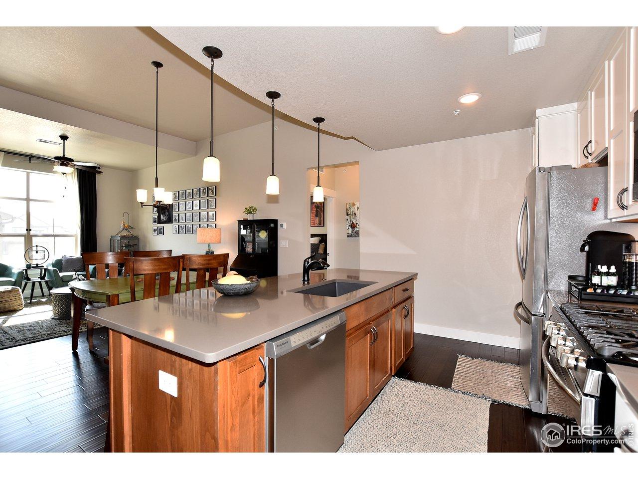 Perfect sized kitchen w/ quartz counters