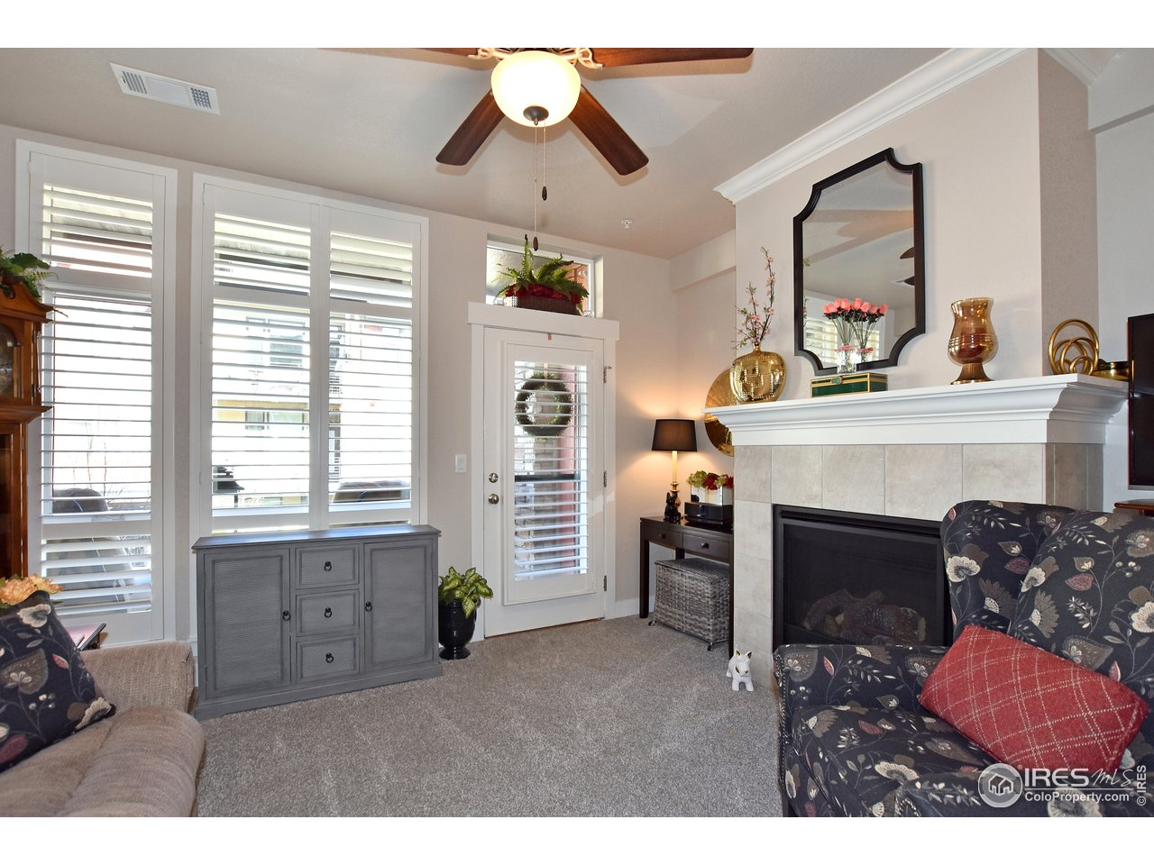 Brand new split tilt feature Plantation shutters throughout the entire unit! Privacy without losing light