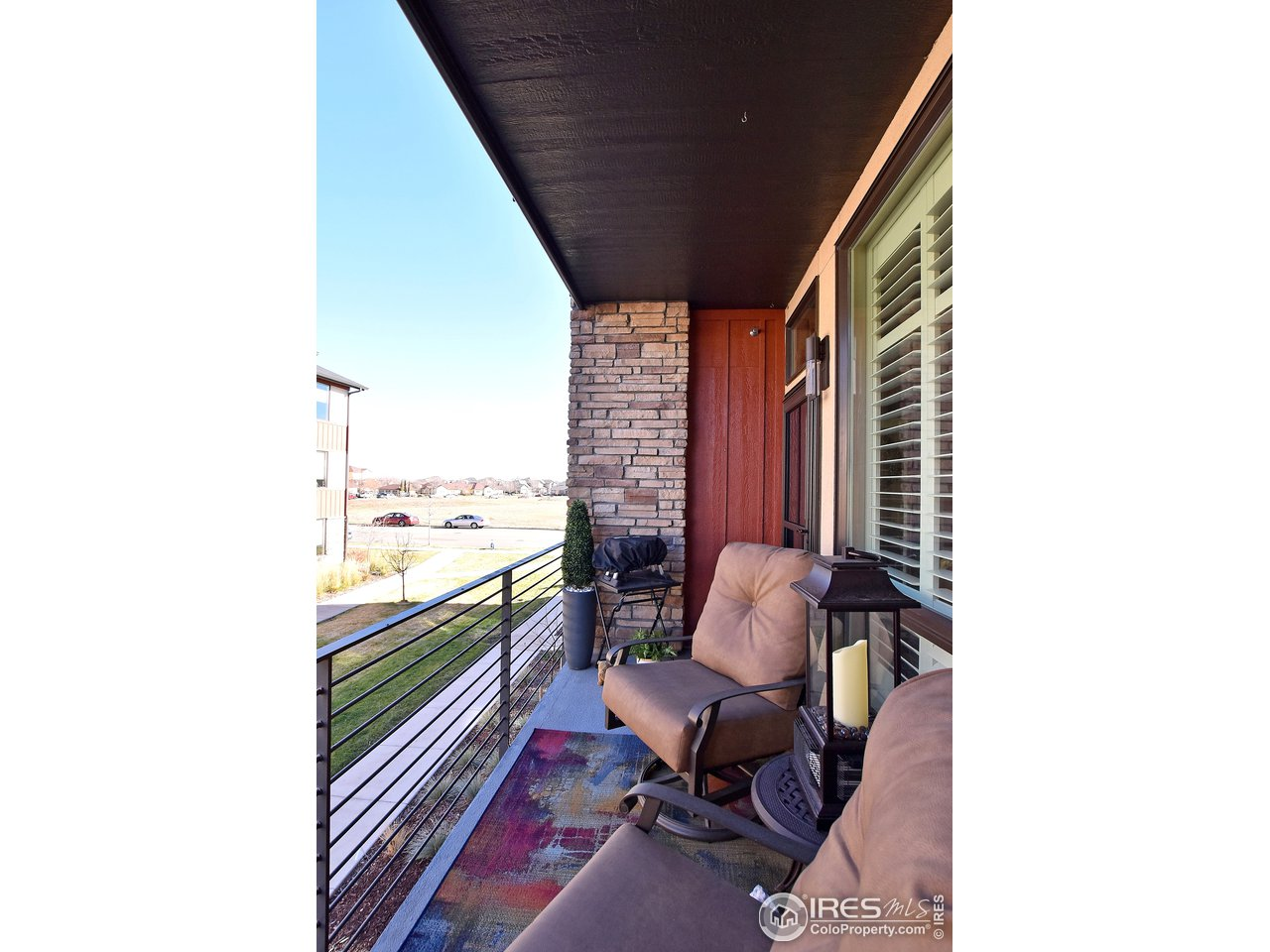 Spacious feel and grills are allowed! Serene views all around