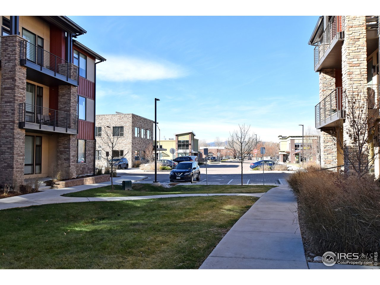 Steps away to shopping, bars, restaurants, transportation and bike trails! Live the good life in Rigden Farms