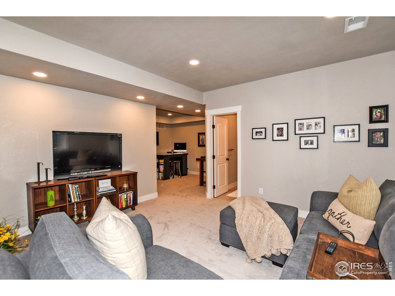 Secondary living area OR 4th bedroom (non-conforming)