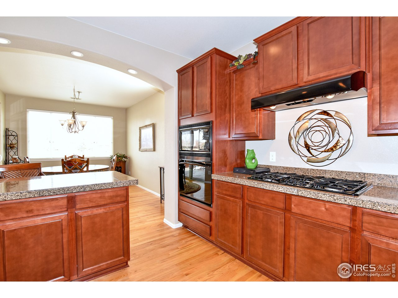 5 burner gas cooktop and single oven