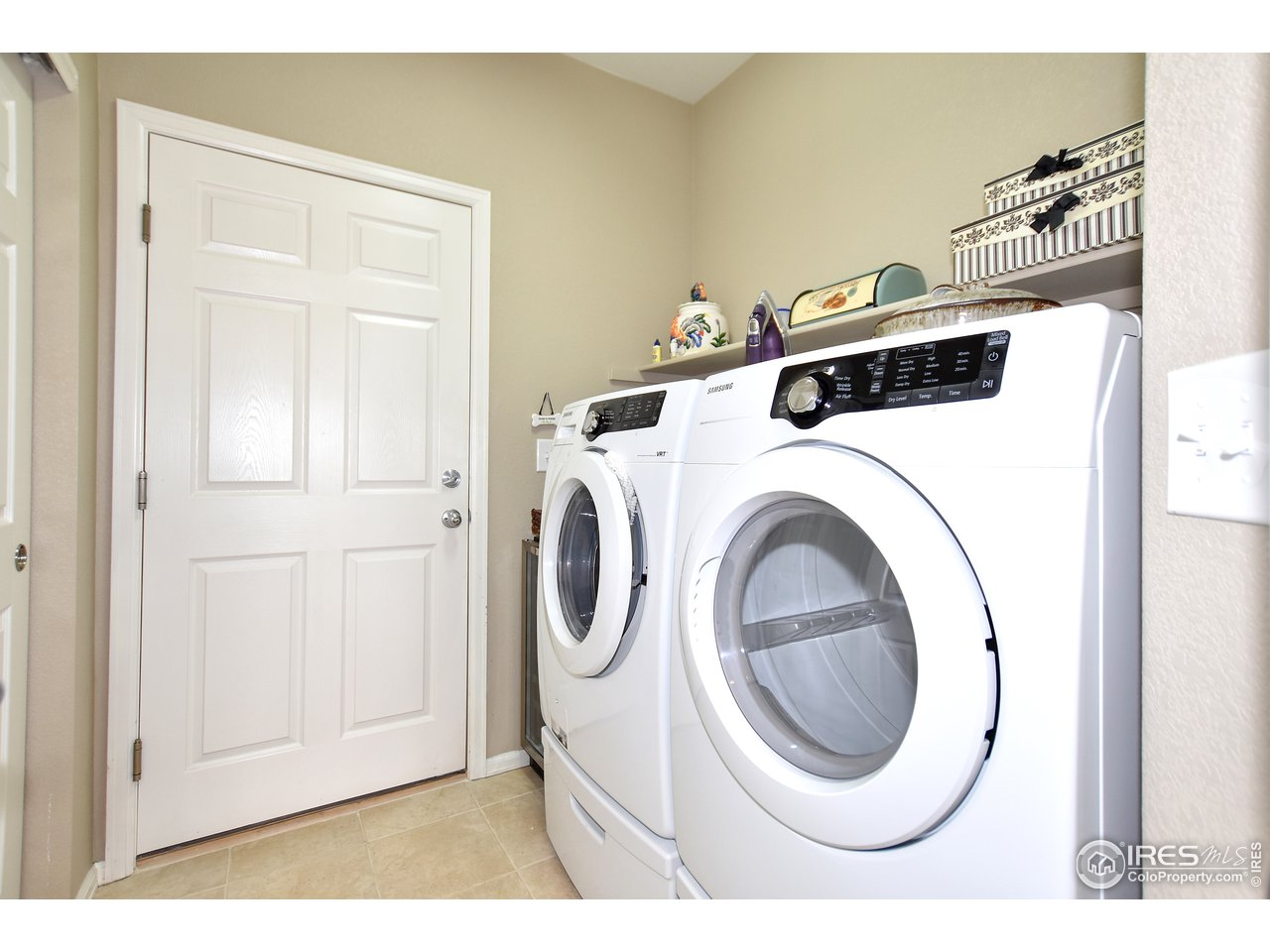 Laundry room off kitchen comes with washer/dryer!