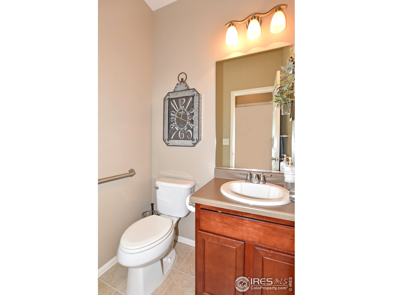 1/2 bathroom off laundry room