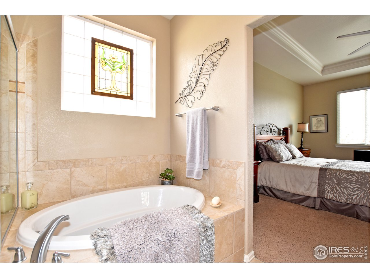Enjoy soaking in this great sized soaker tub!