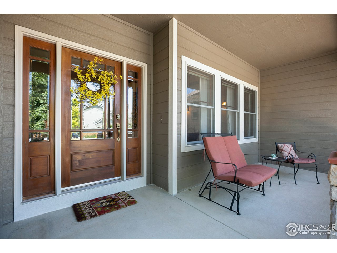 Beautiful curb appeal and front porch