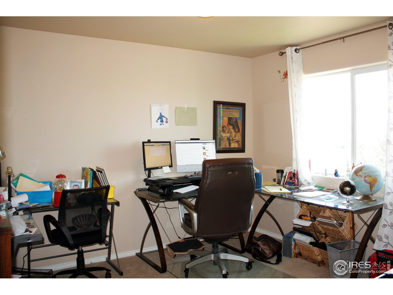 2nd bedroom as an office