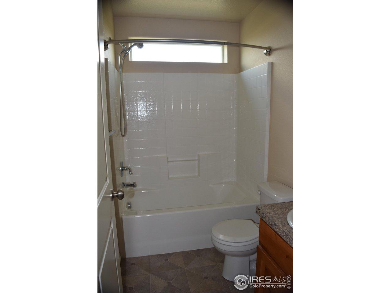upstairs 2nd full bath