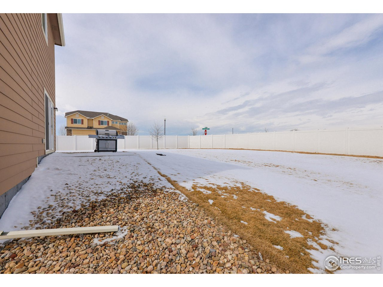 HUGE corner lot with unobstructed mountain views!