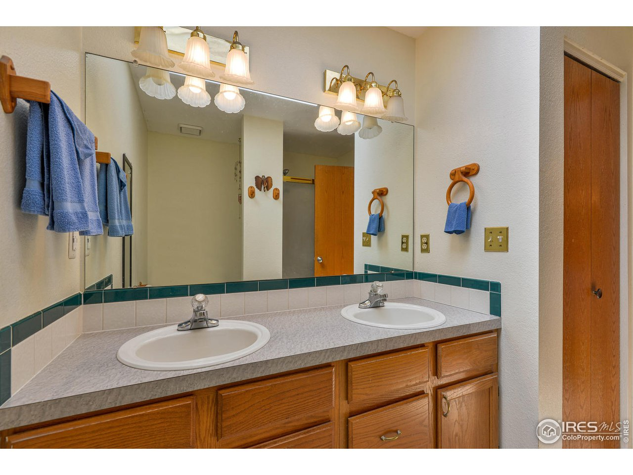 Dual vanities in Master Bath