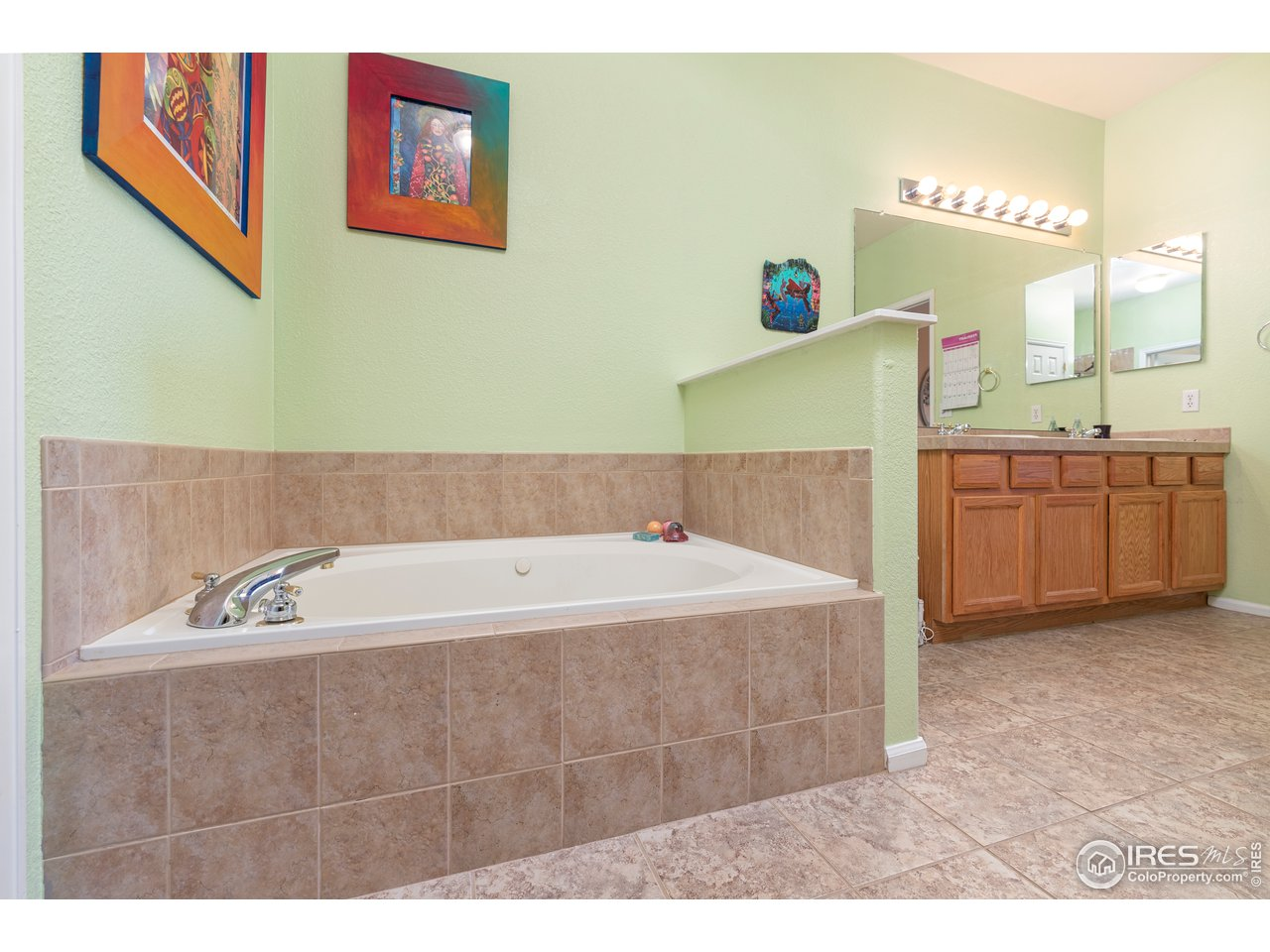 five piece master bath with jetted tub