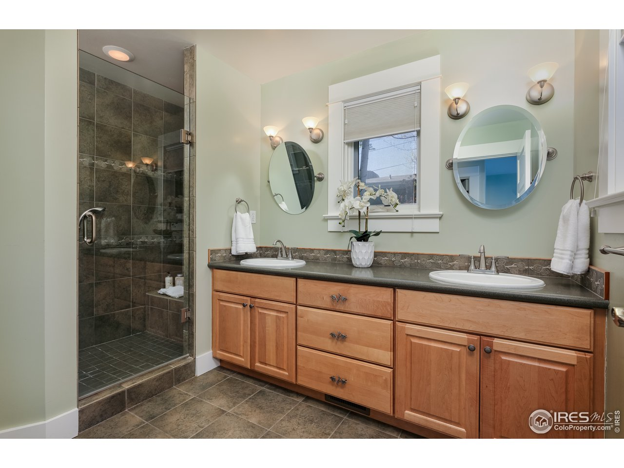 owner's private bath, main level