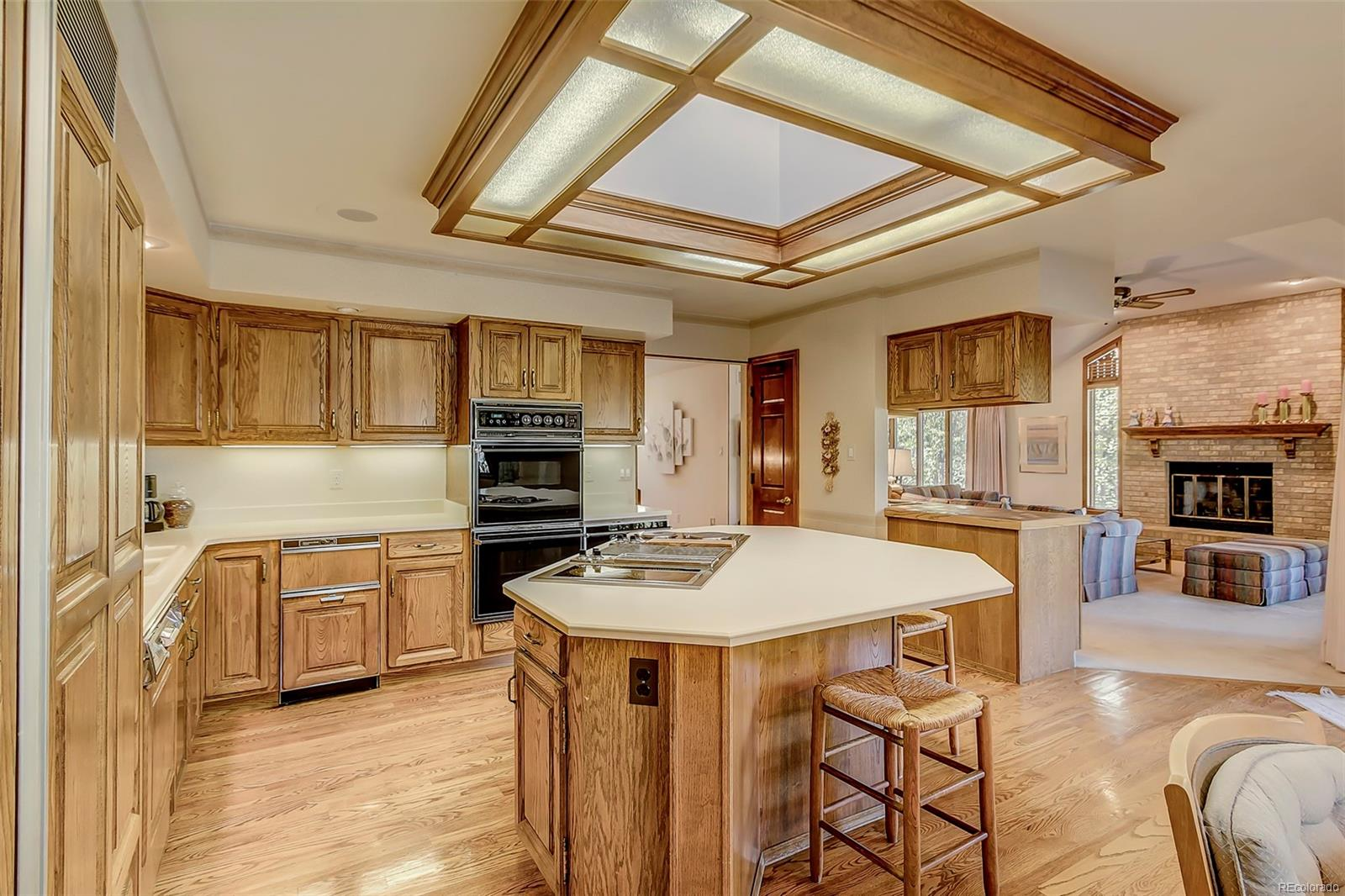 Large kitchen with island - plenty of work space