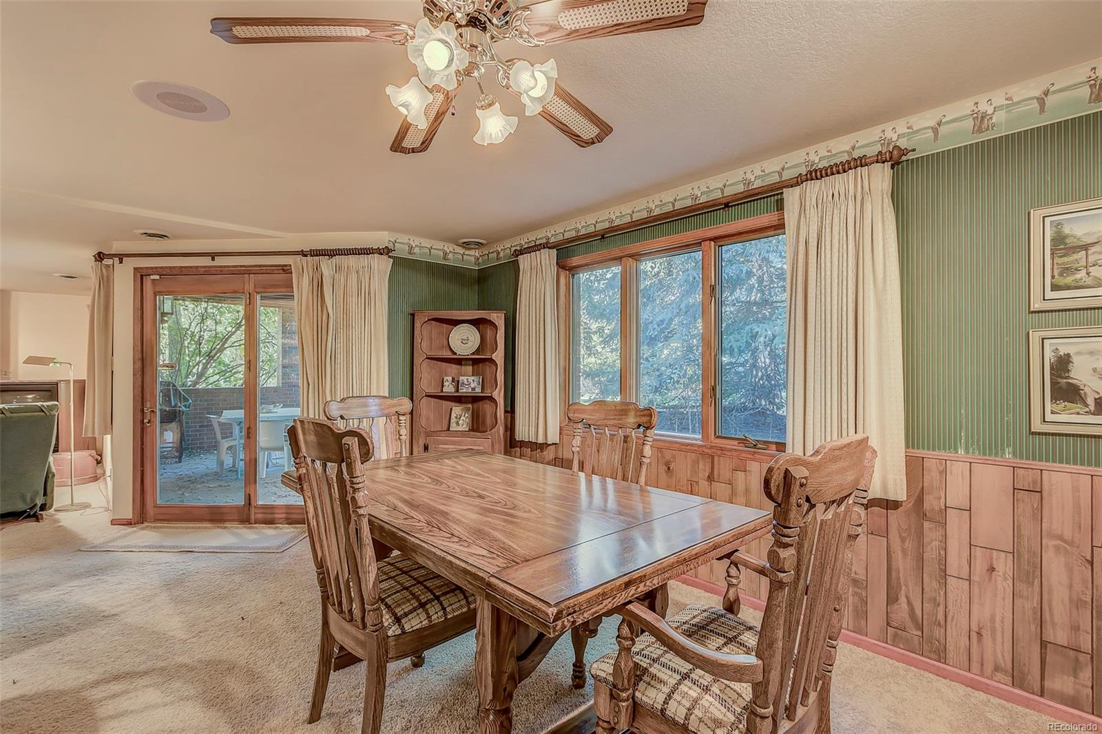 Large dining space adjacent to bar & 2nd family room