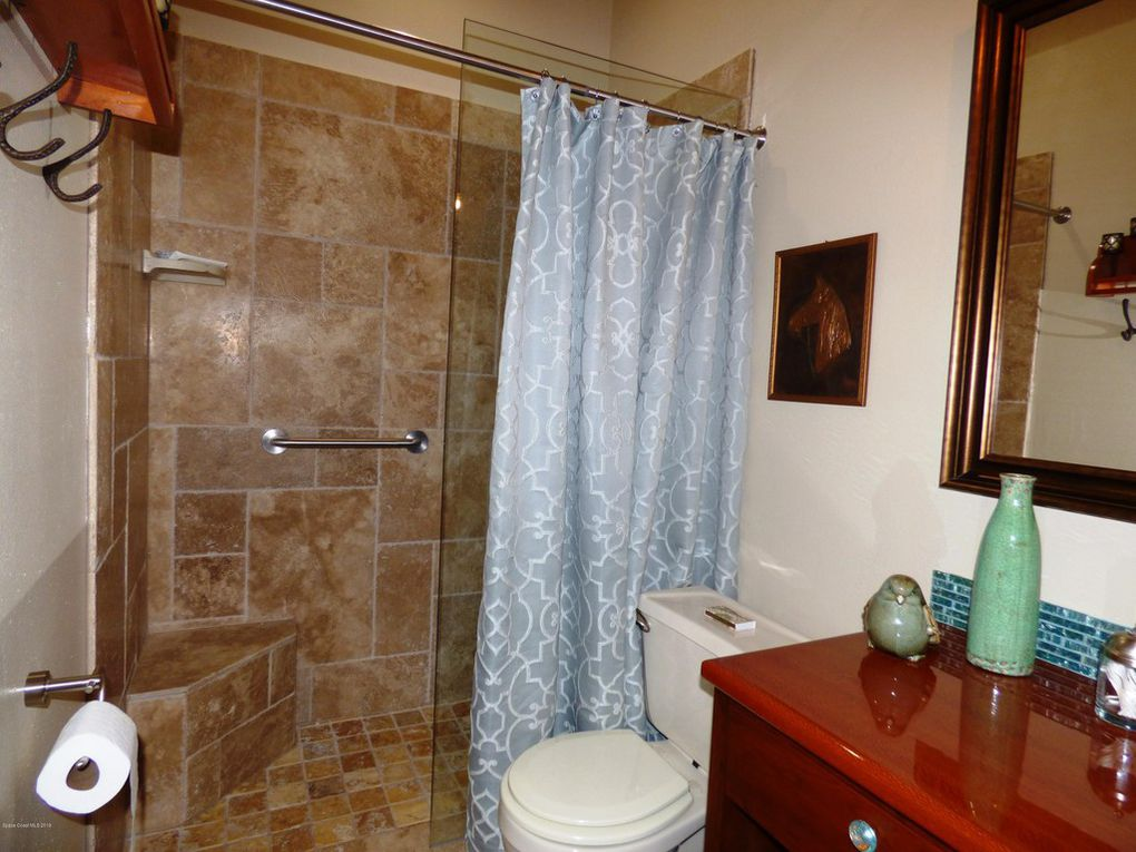 Hall Bath - Walk-in Shower
