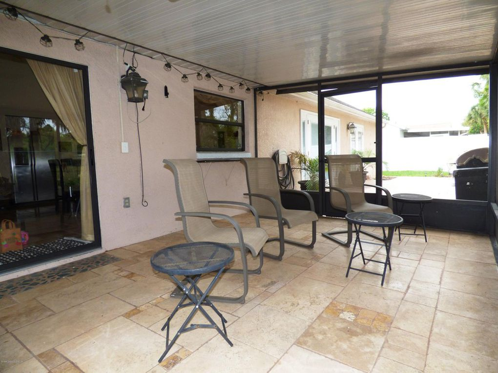Screened Porch - Tile Floor