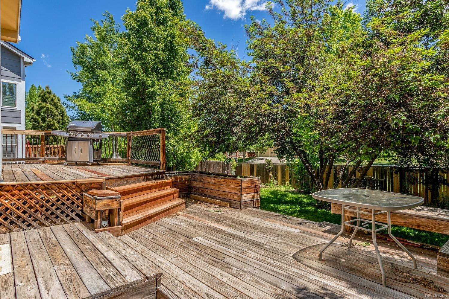 Multi Level wood Deck! Perfect for Entertaining!