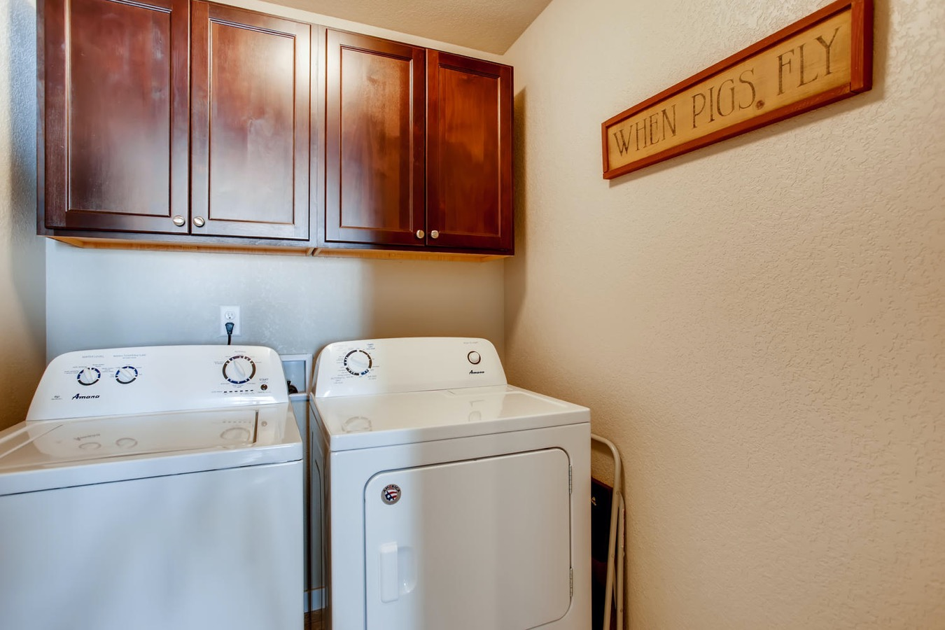 Main floor laundry w cabinets, washer/dryer incl.