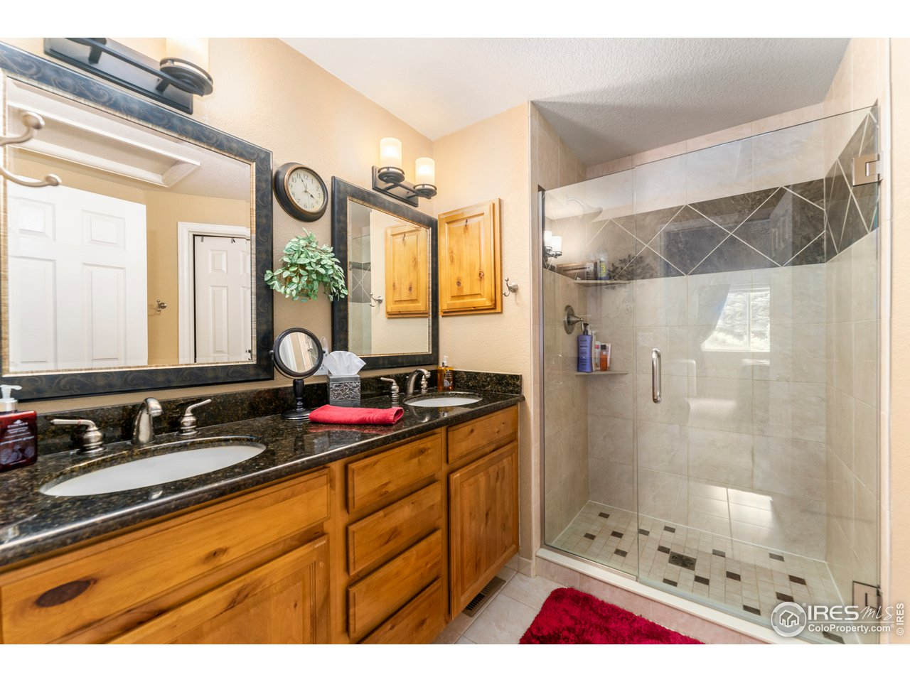 Primary bath with granite counters