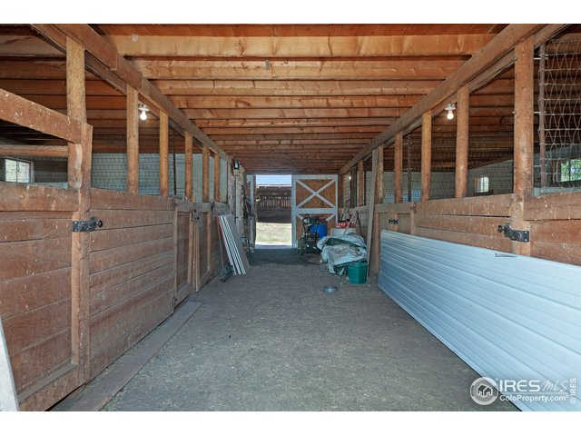 7 Stall Barn with Hay Loft
