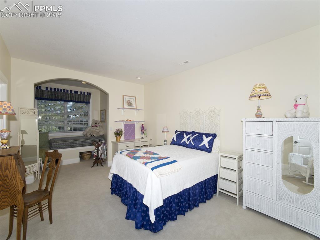 Bedroom 2 with Guest Nook