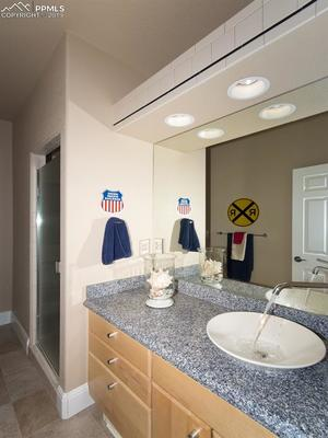 Bedroom 3 En Suite Bath