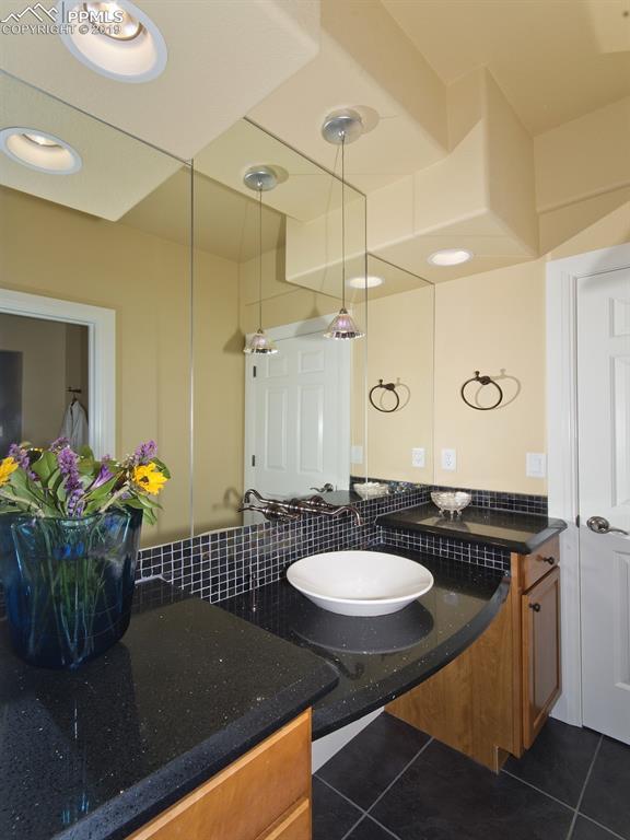 Bedroom 5 En Suite Bath