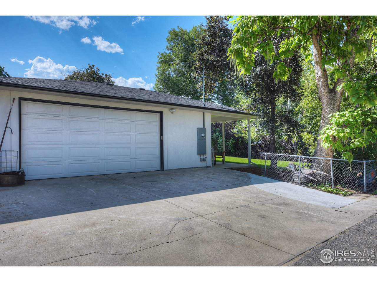 720 sqft garage with room for 3 cars