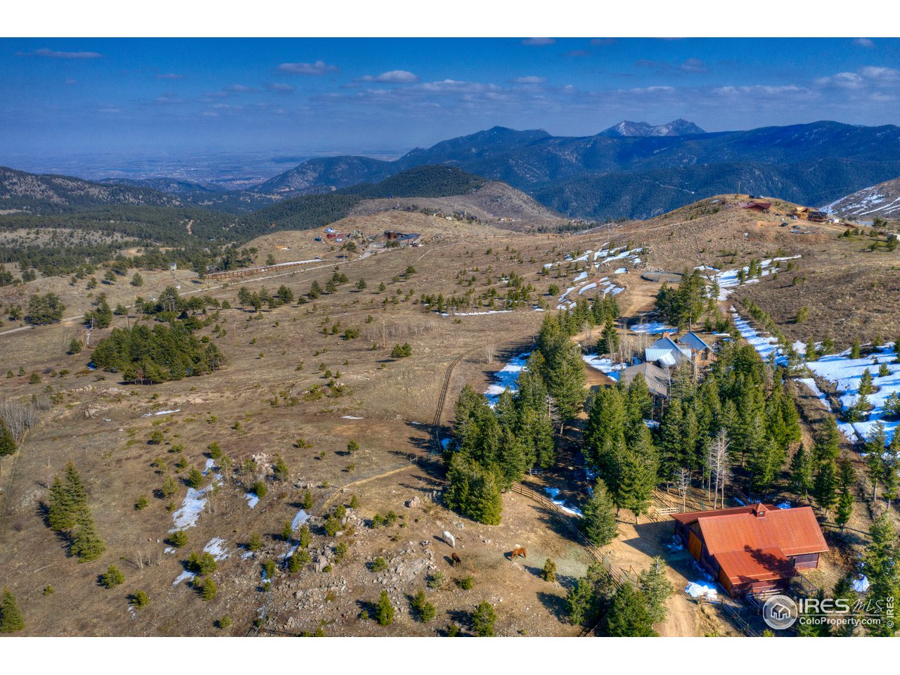 Incredible equestrian property w/privacy & views!