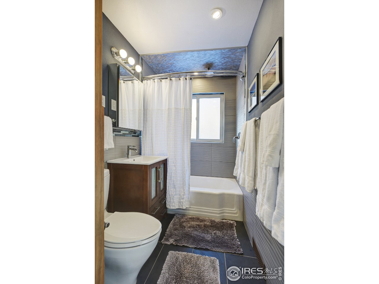 Gorgeous remodeled full bathroom on main level