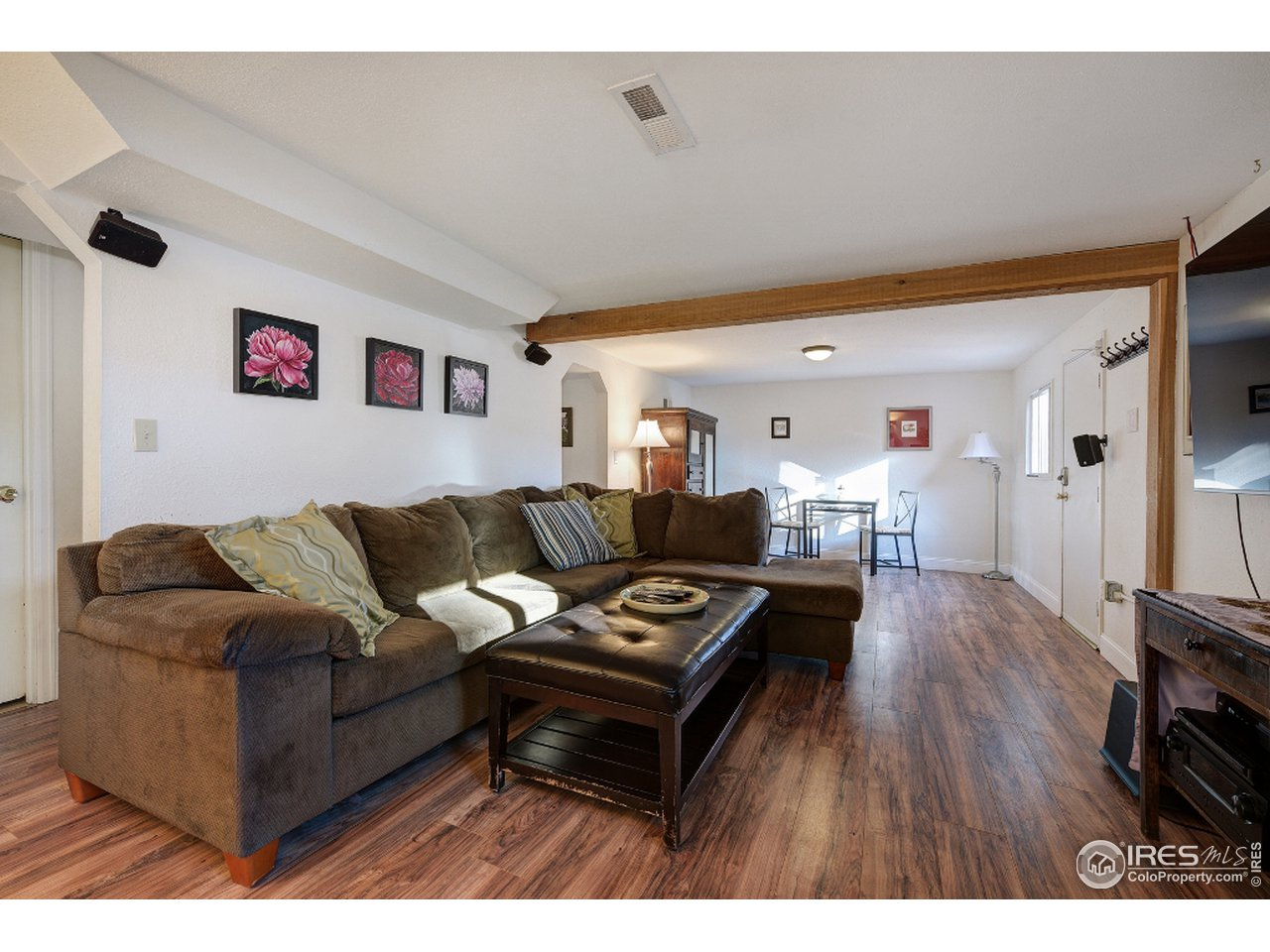 Great space on lower level with spacious family rm