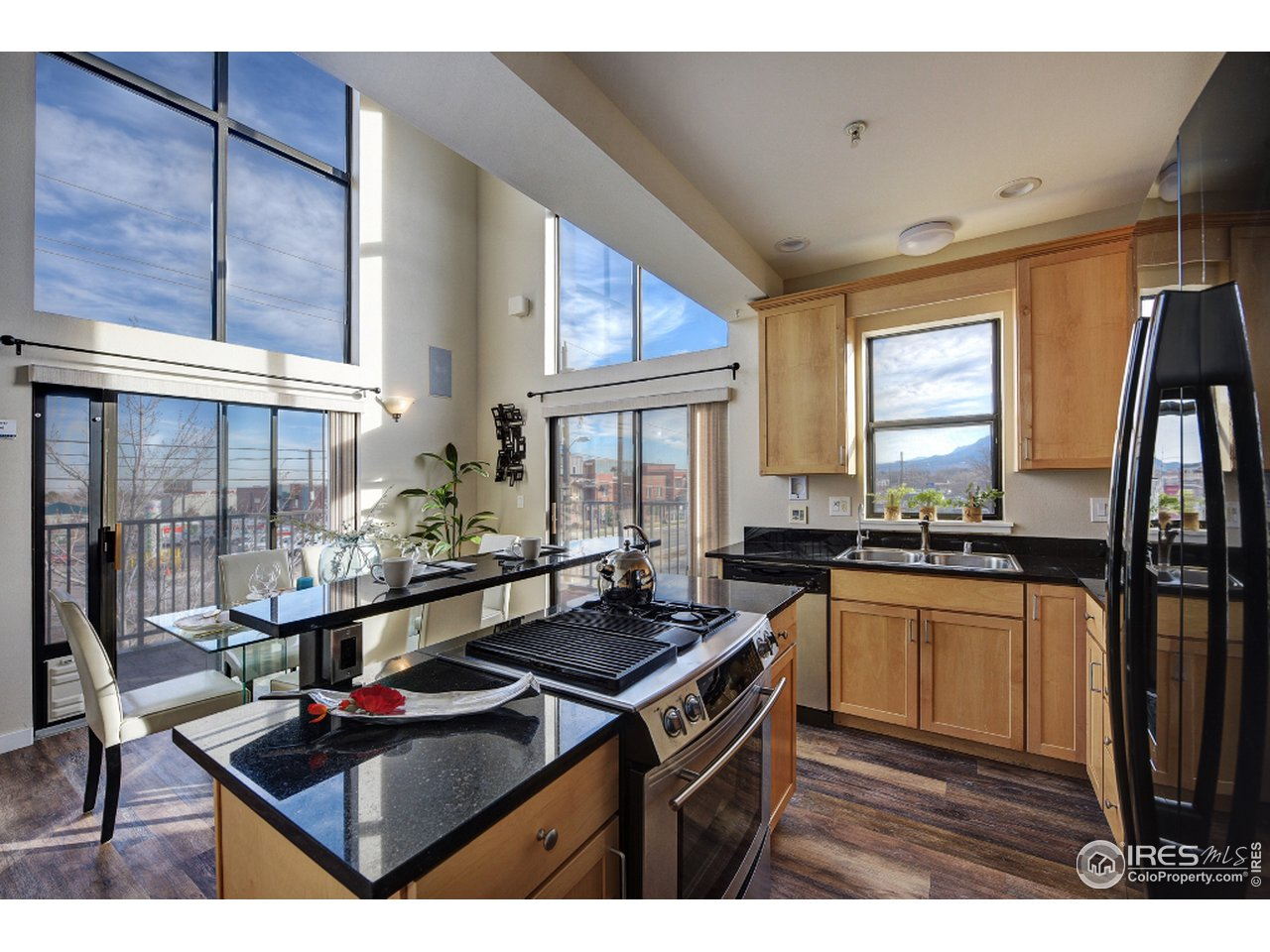 Sunny and bright kitchen