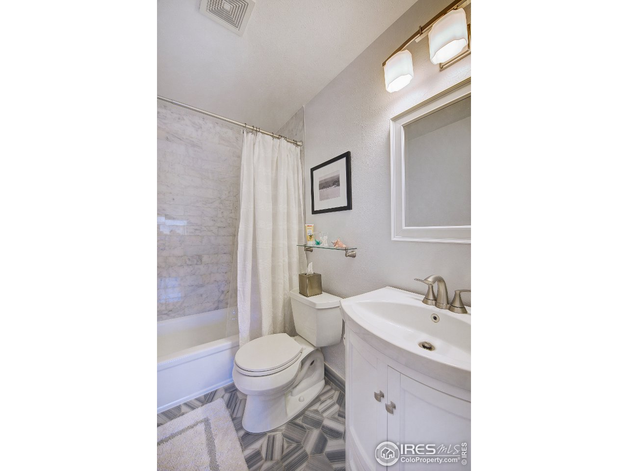 Complete remodeled full bathroom.